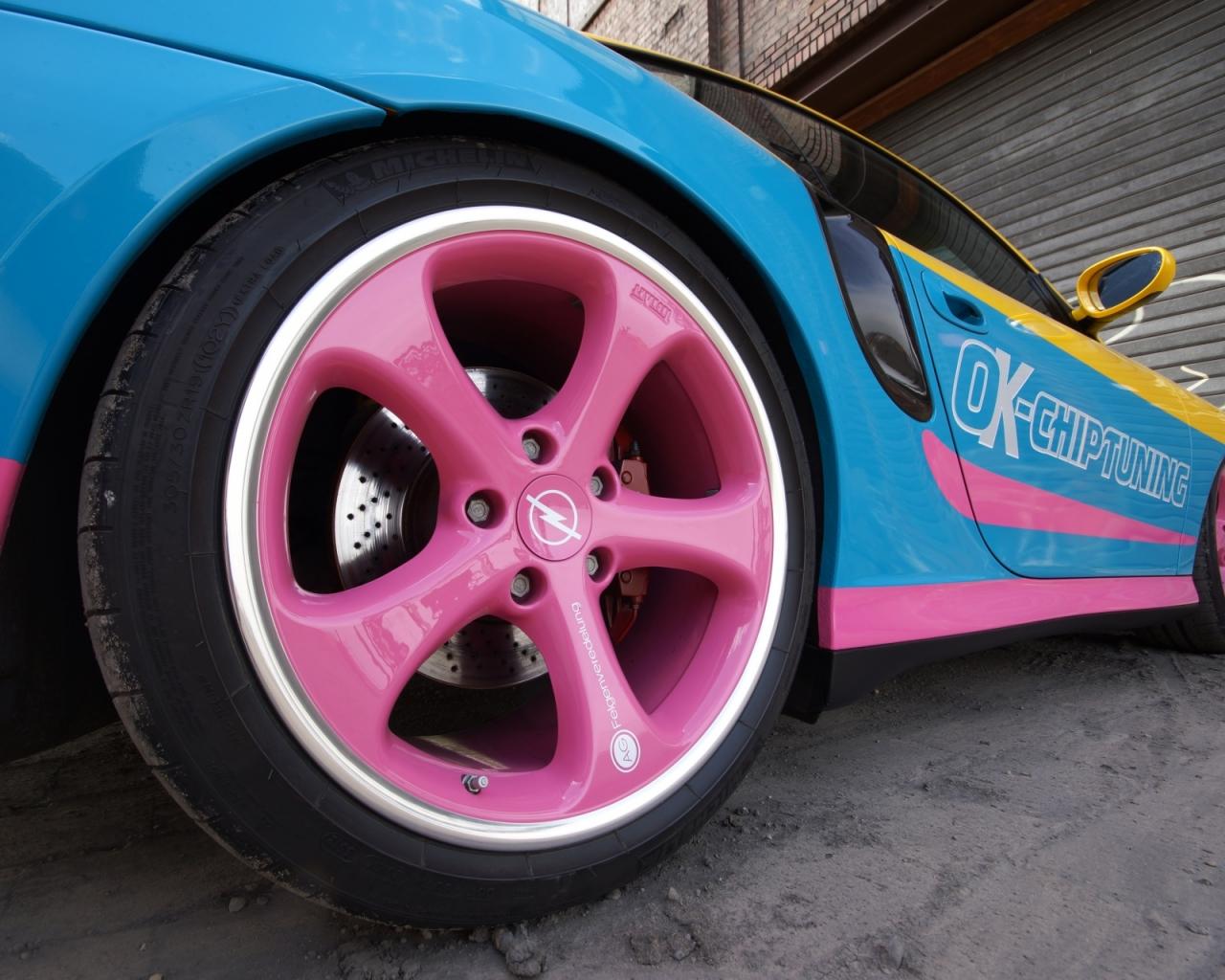 Un auto de colores - 1280x1024