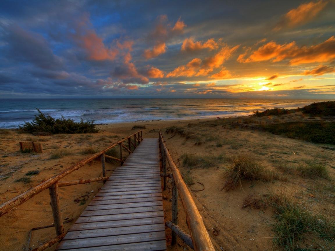 Un puente en la playa - 1152x864