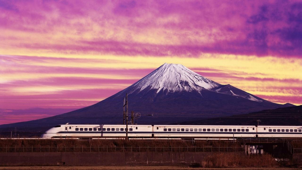 Un tren y una montaña - 1280x720