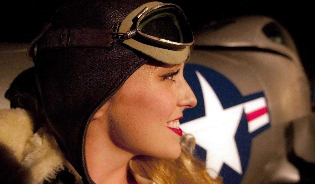 Una chica piloto de aviones - 1024x600