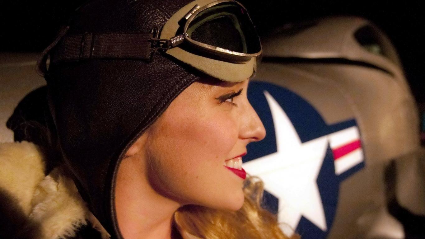 Una chica piloto de aviones - 1366x768
