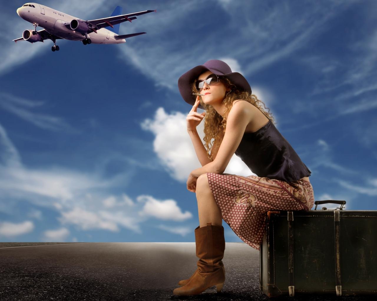 Una chica viajera y sus maletas - 1280x1024