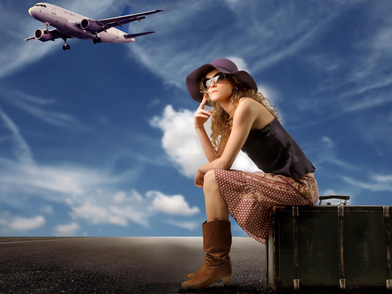 Una chica viajera y sus maletas - 1280x960