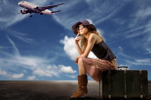 Una chica viajera y sus maletas - 480x320