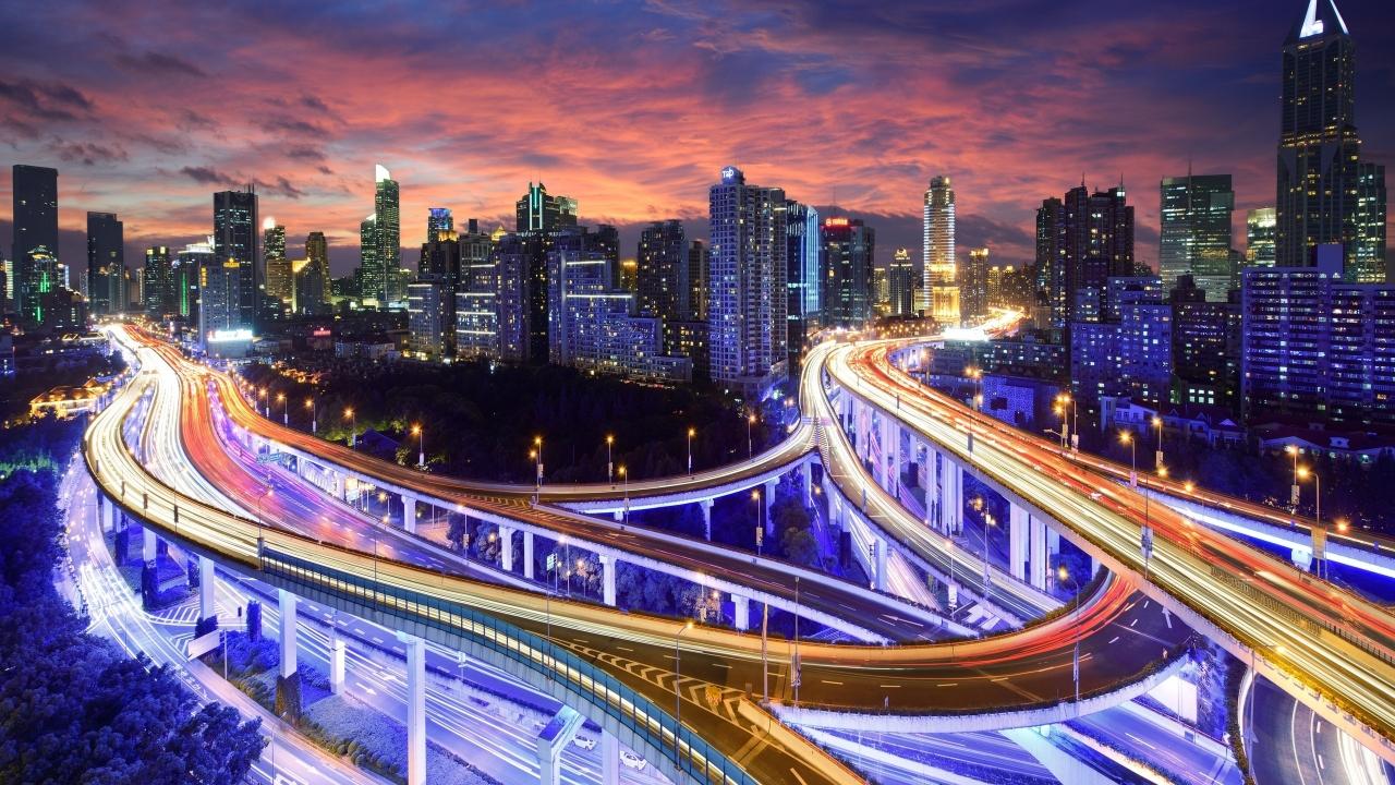 Una ciudad en la noche - 1280x720