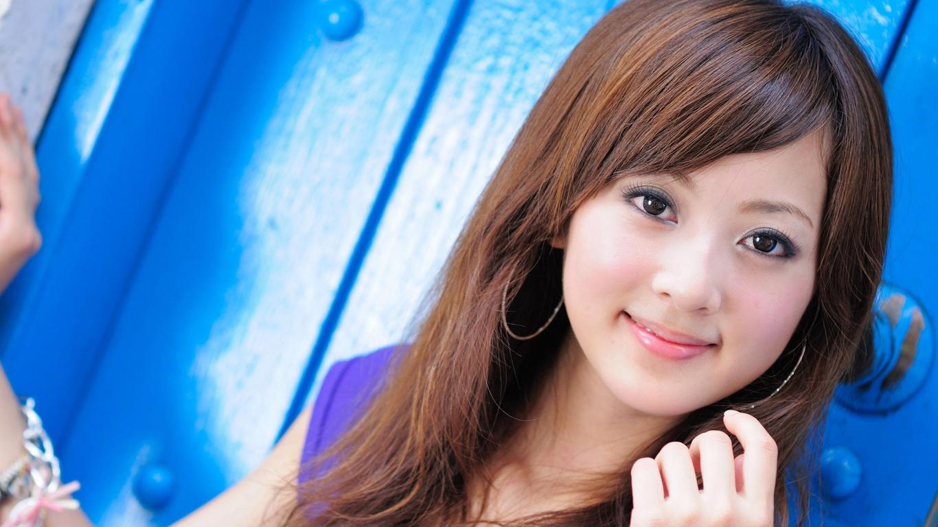 Una linda asiatica - 1366x768