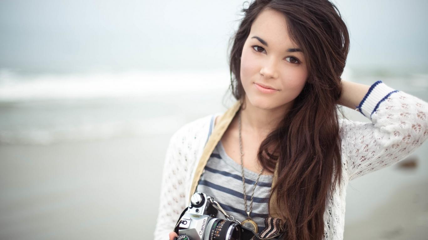 Una linda fotógrafa - 1366x768