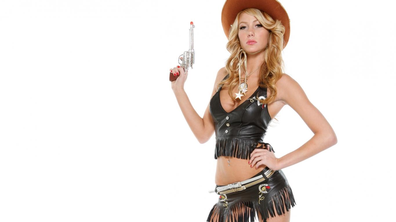 Una rubia con pistola - 1366x768