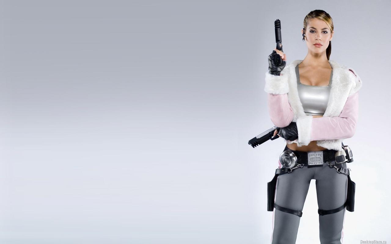 Una rubia con pistolas - 1280x800