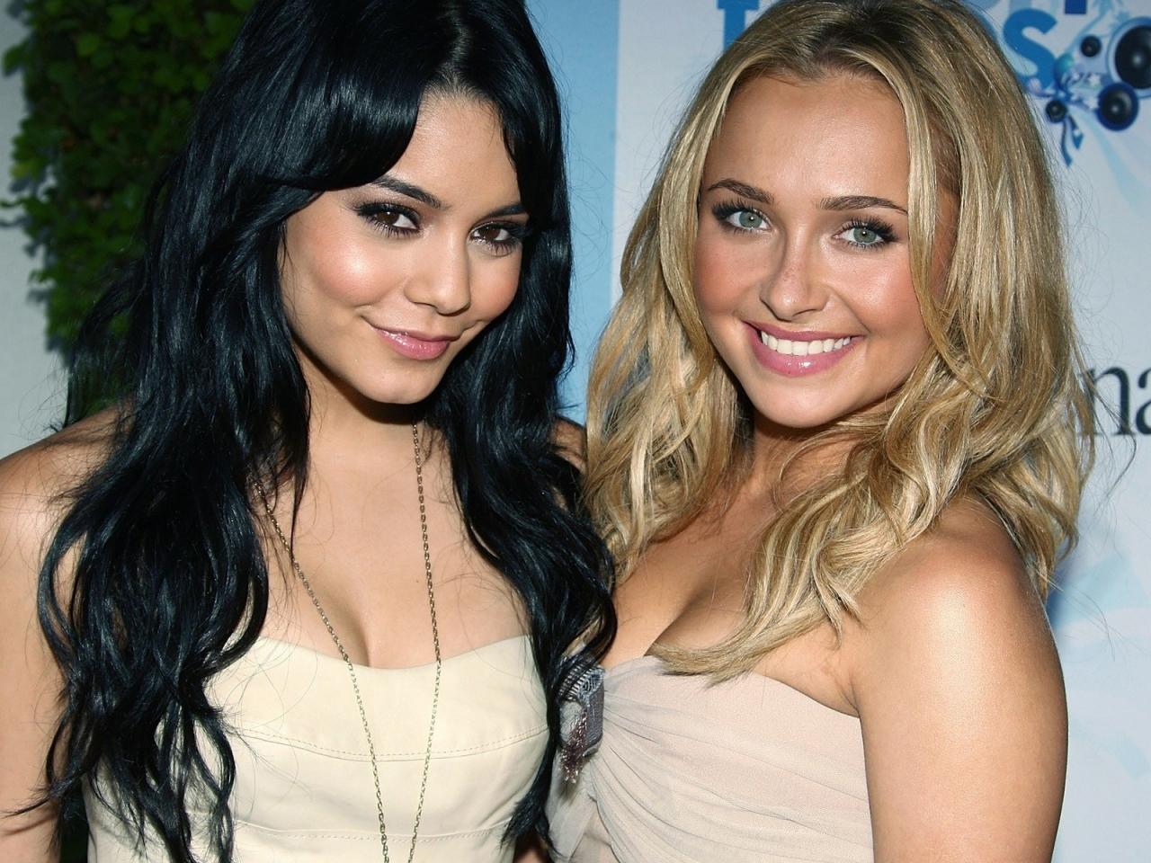Vanessa Hudgens y su amiga - 1280x960