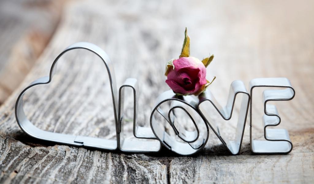 Adornos con la palabra amor - 1024x600