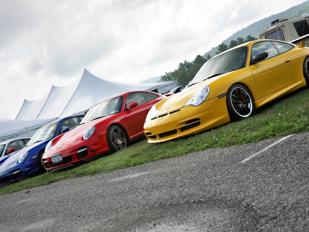Autos Porsche de colores - 1024x768