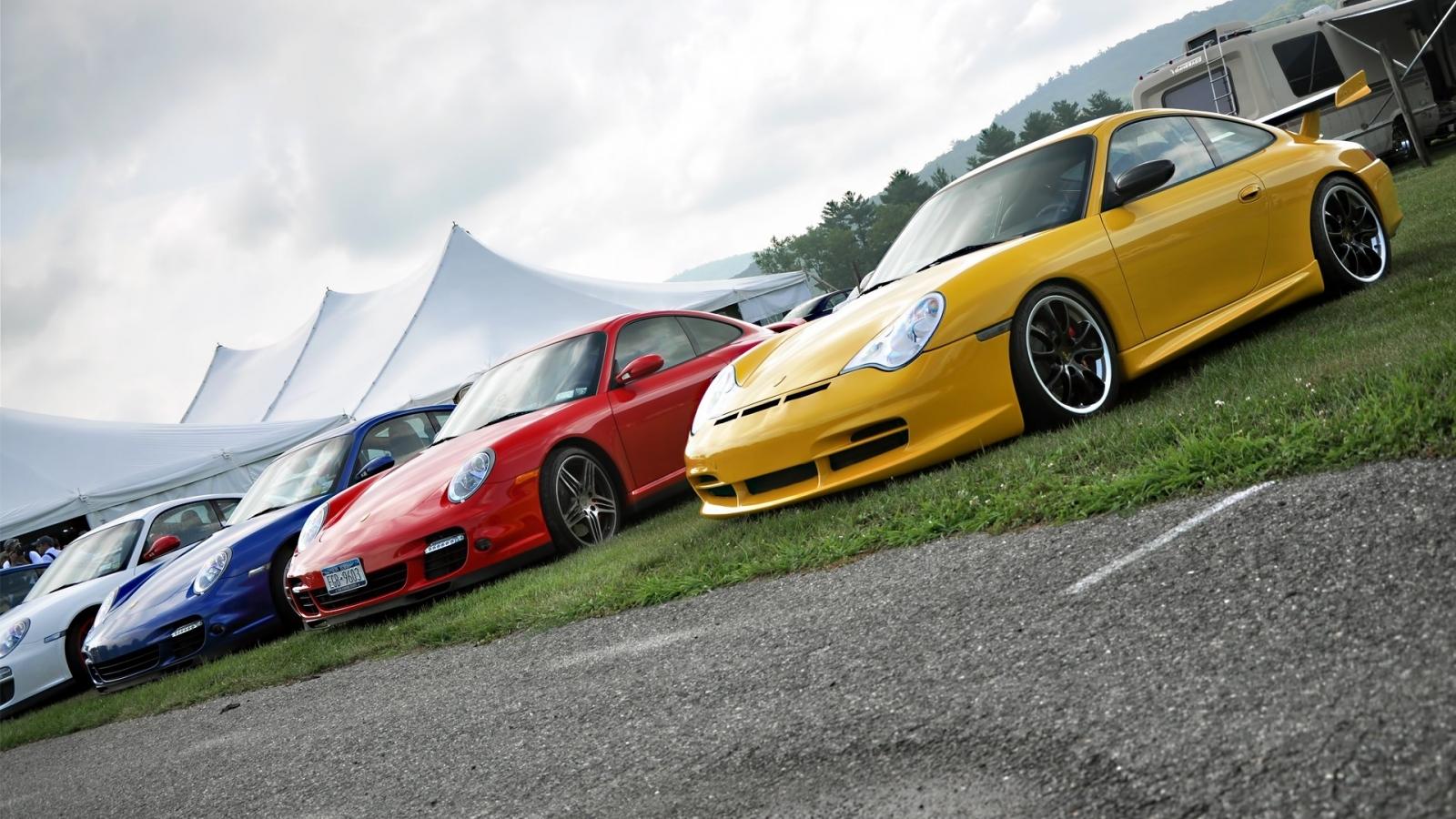Autos Porsche de colores - 1600x900