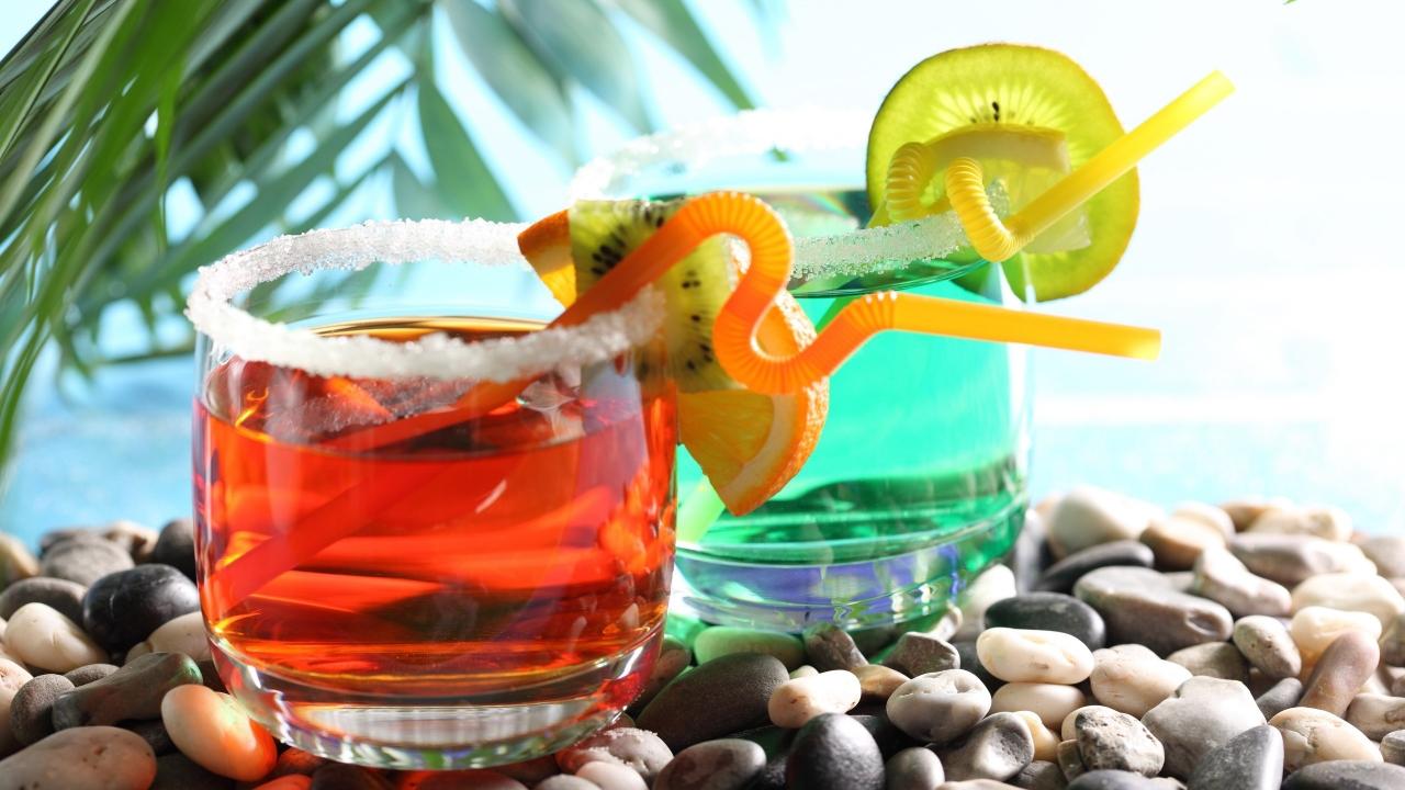 Bebidas y cocteles de colores - 1280x720