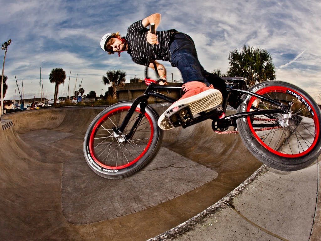 BMX en un Skatepark - 1024x768