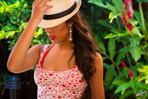 Chica hermosa con sombrero - 480x320