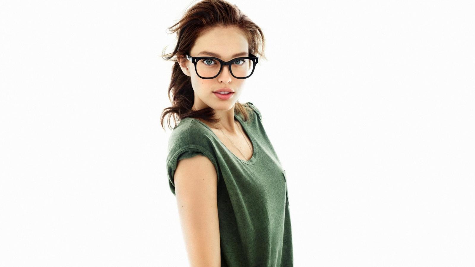Chicas con lentes - 1600x900