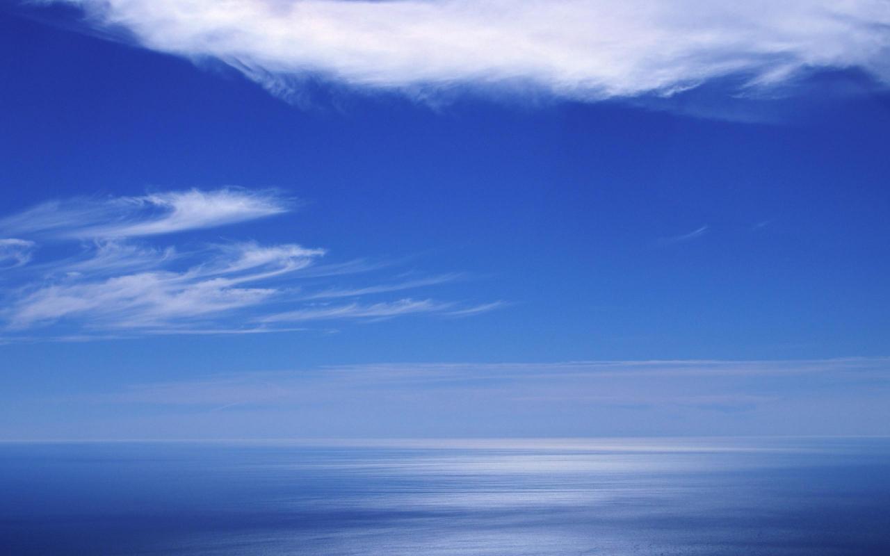 Cielo azul en el horizonte - 1280x800