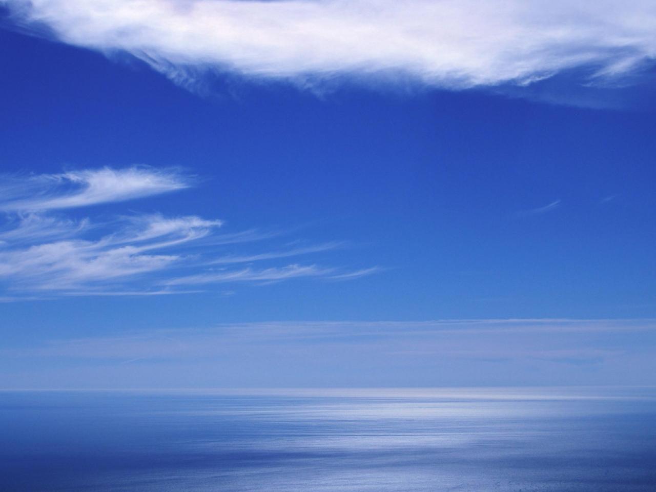 Cielo azul en el horizonte - 1280x960