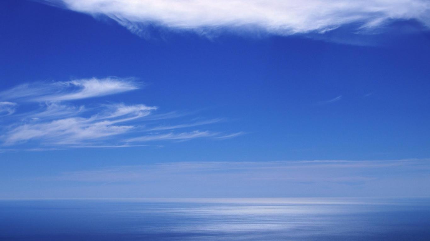 Cielo azul en el horizonte - 1366x768
