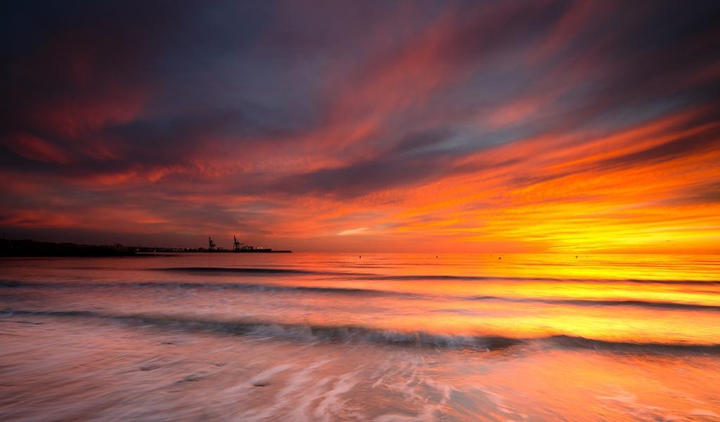 Cielo naranja en el mar - 1024x600