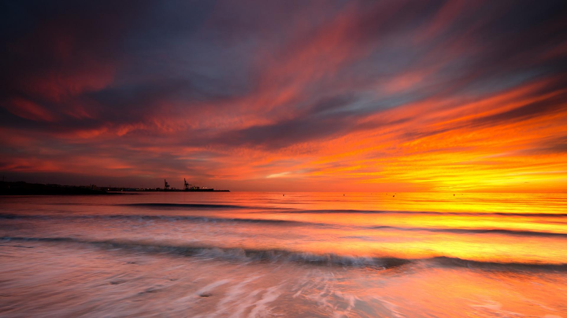 Cielo naranja en el mar - 1920x1080