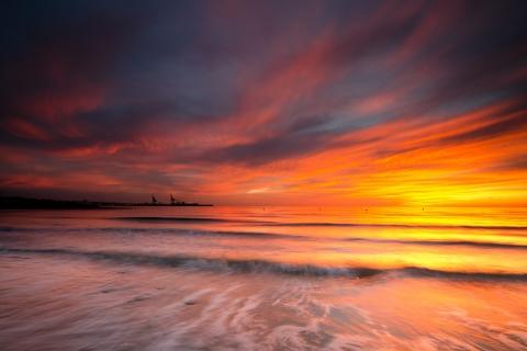 Cielo naranja en el mar - 480x320