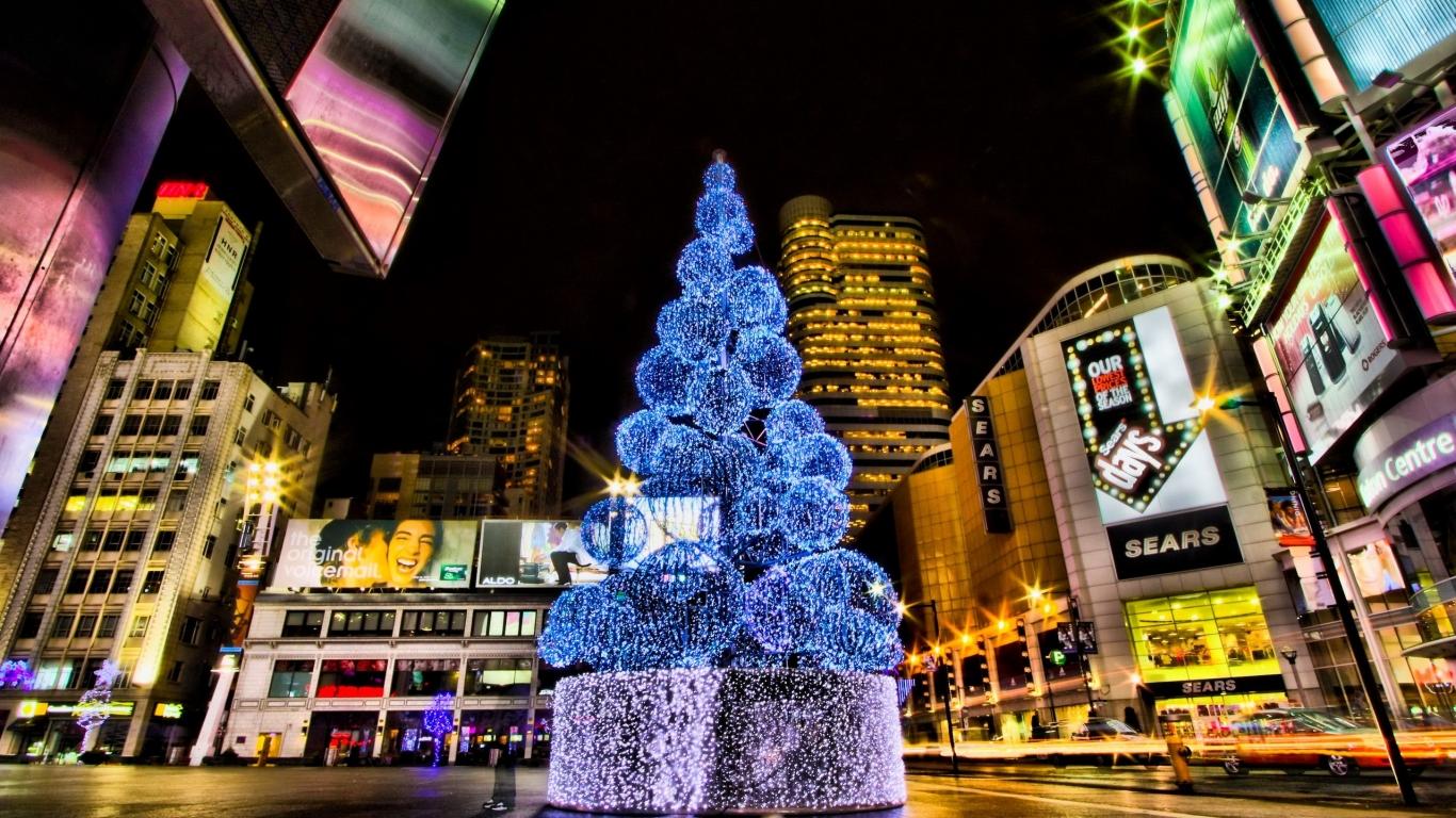 Ciudades con arboles de navidad en calles - 1366x768