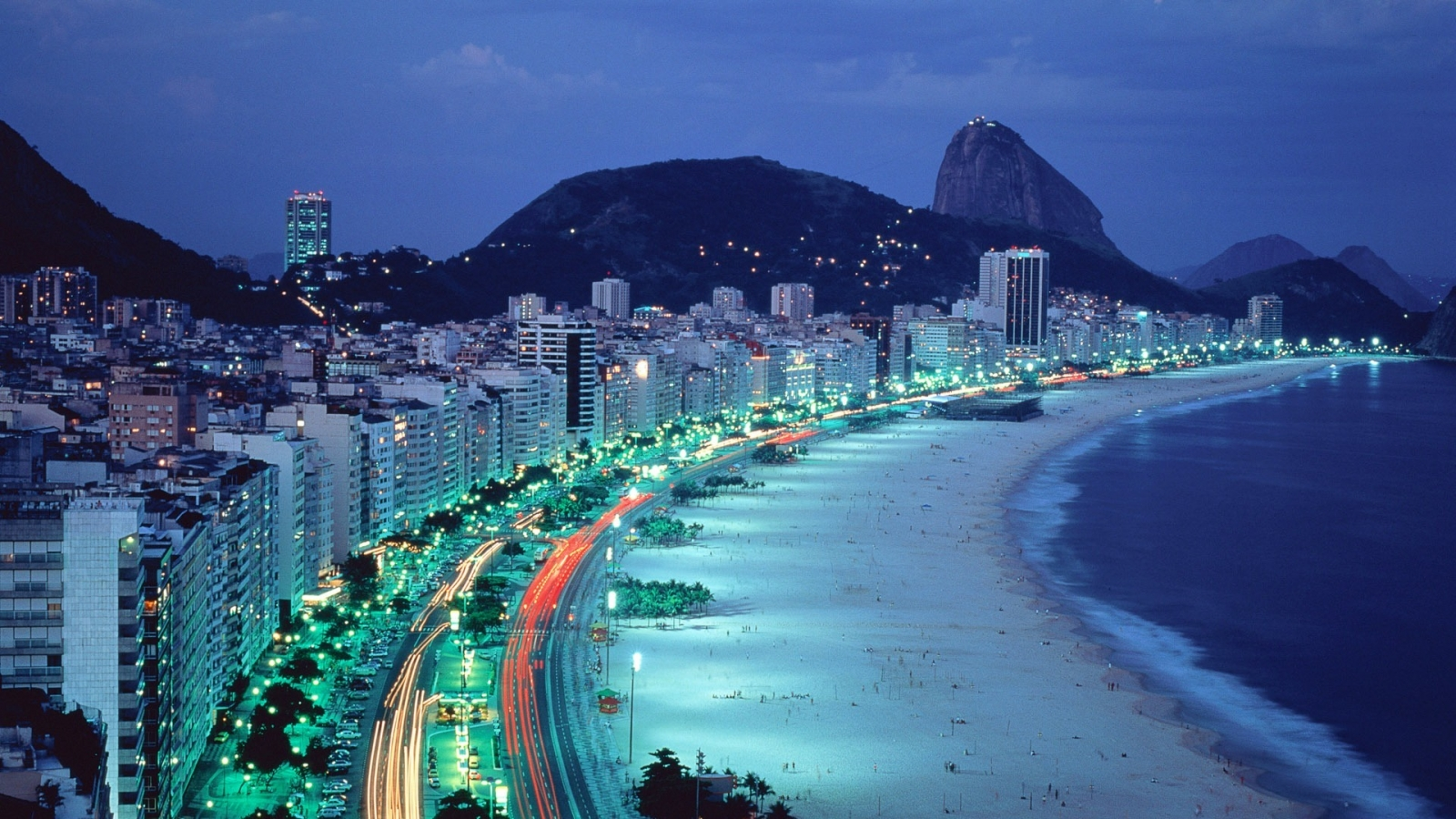 Copacabana Beach en Rio de Janeiro - 1600x900