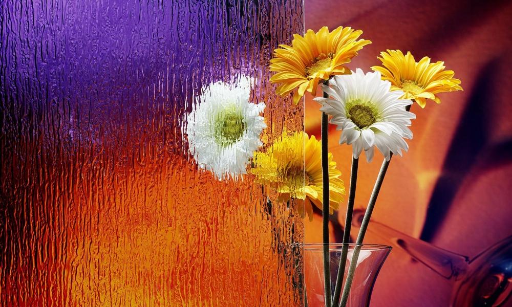 Flores en el escritorio - 1000x600