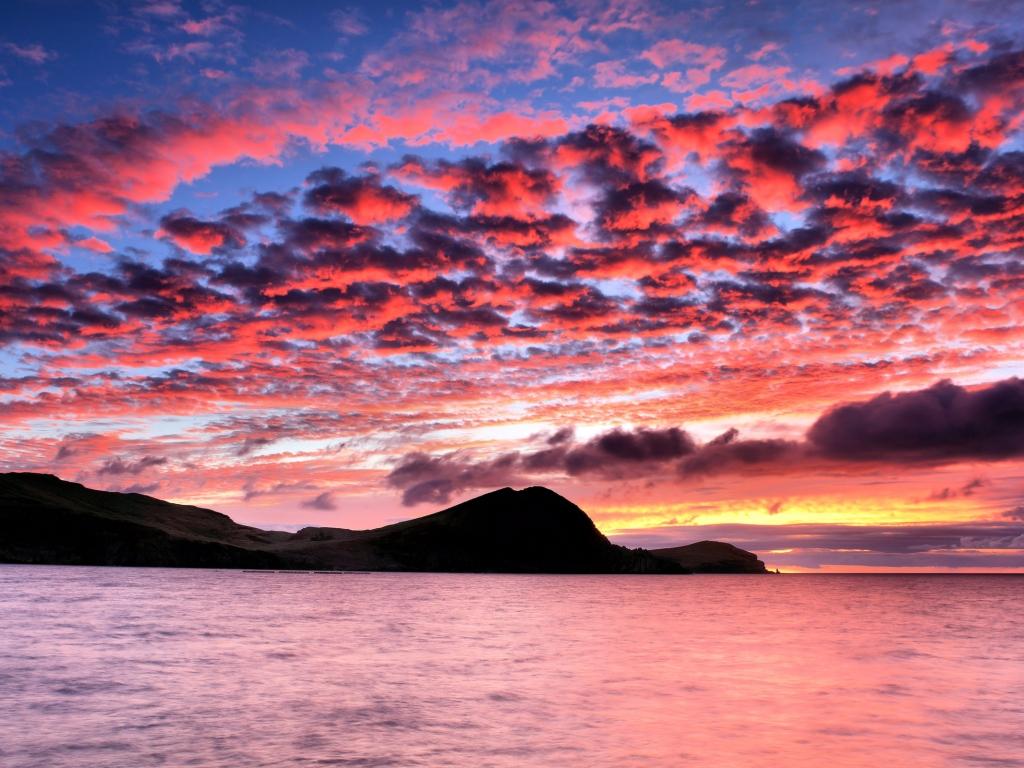 Hermoso cielo en puesta de sol - 1024x768