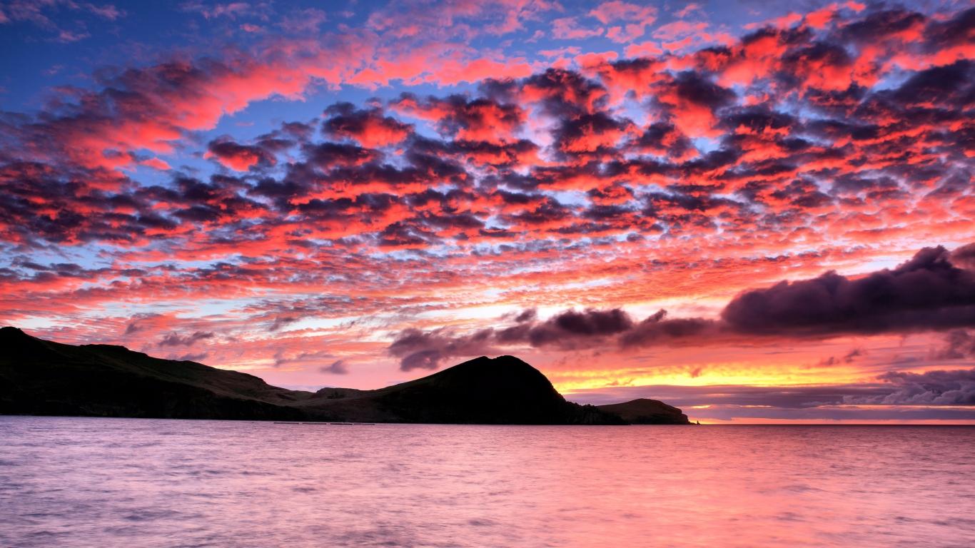 Hermoso cielo en puesta de sol - 1366x768