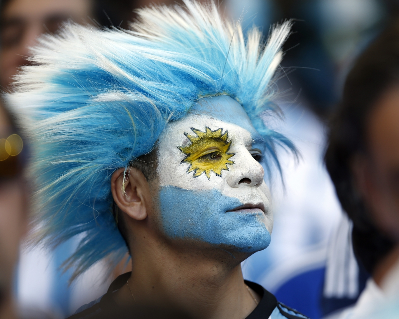 Hinchas Argentinos con cara pintada - 1280x1024
