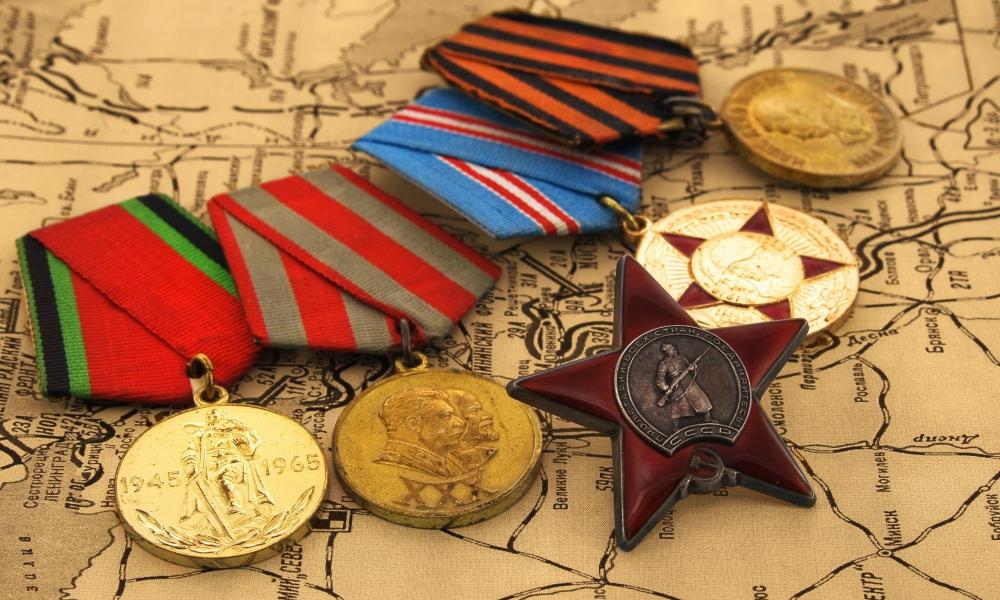 Medallas antiguas de militares - 1000x600