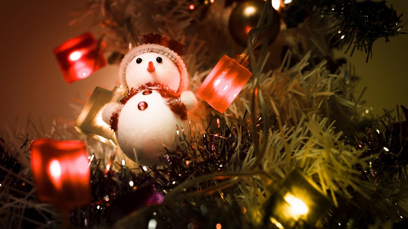 Fondo Escritorio Nevada Navideña: Muñeco De Nieve En Arbol De Navidad Hd 1366x768