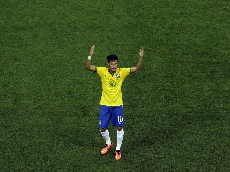 Neymar con la camiseta de Brasil - 800x600