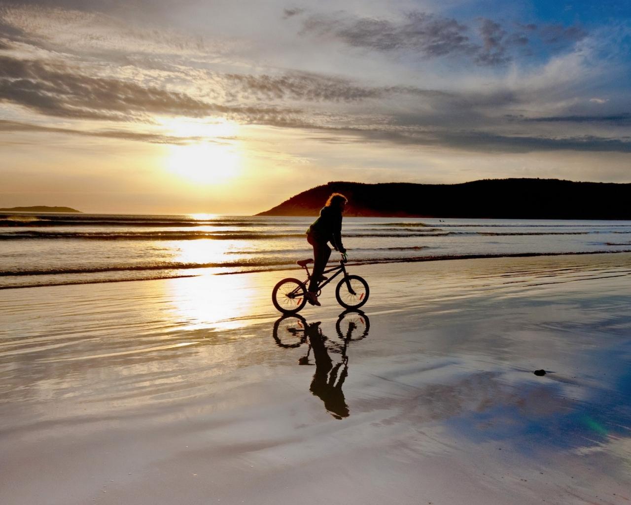 Paseando En BMX Por La Playa Hd 1280x1024