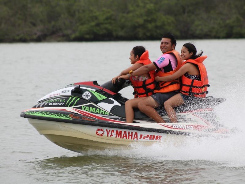 Paseos en motos acuáticas - 800x600