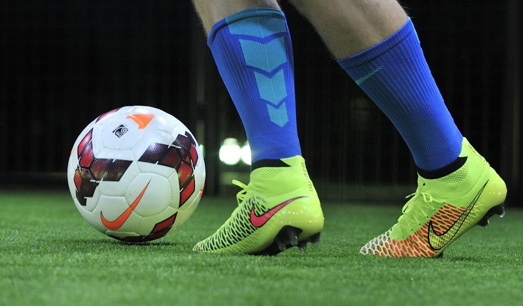 Pelotas Y Chimpunes Nike Hd 1280x768: Pelotas Y Chimpunes Nike Hd 1024x600