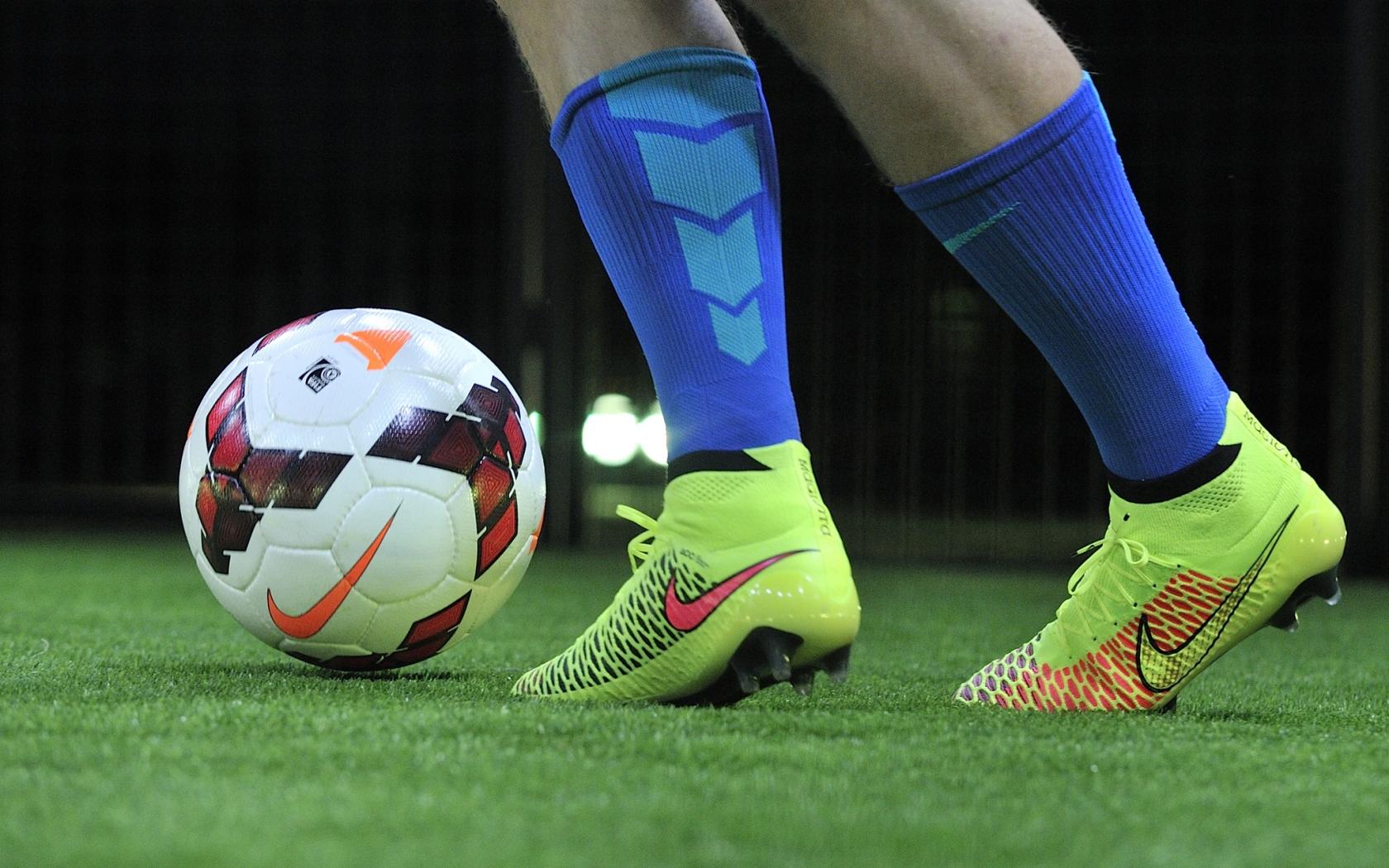 Fondos De Pantalla Fútbol Pelota Silueta Deporte: Pelotas Y Chimpunes Nike Hd 1680x1050