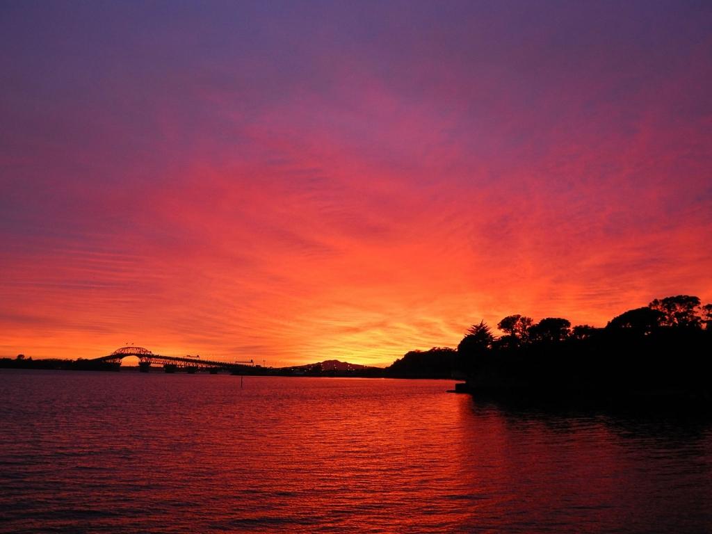 Puesta de sol roja - 1024x768