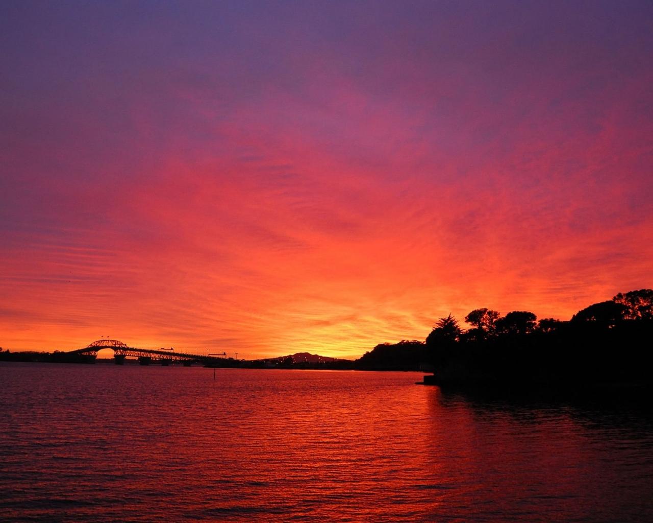 Puesta de sol roja - 1280x1024