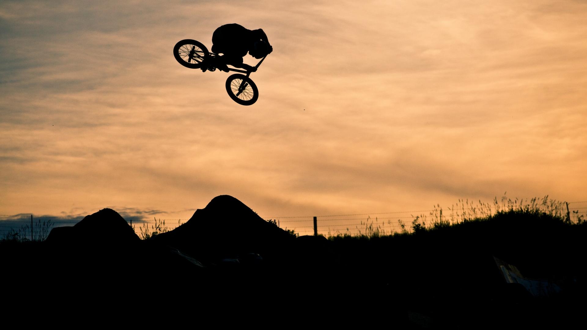 Saltos en BMX - 1920x1080