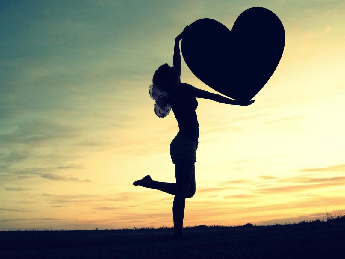 Silueta de una mujer y corazón - 1152x864