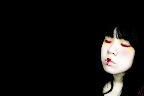 Una chica emo fondo negro - 480x320