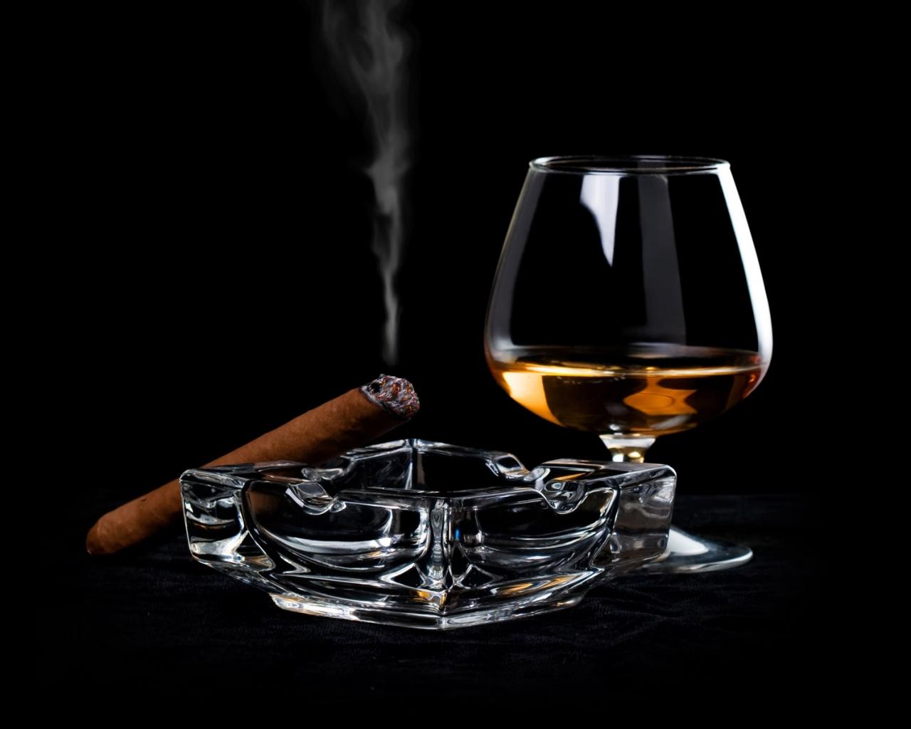 Una copa de whisky y tabaco hd 1280x1024 imagenes for Copas para whisky