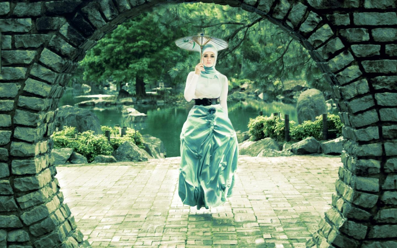 Una mujer flotando - 1440x900