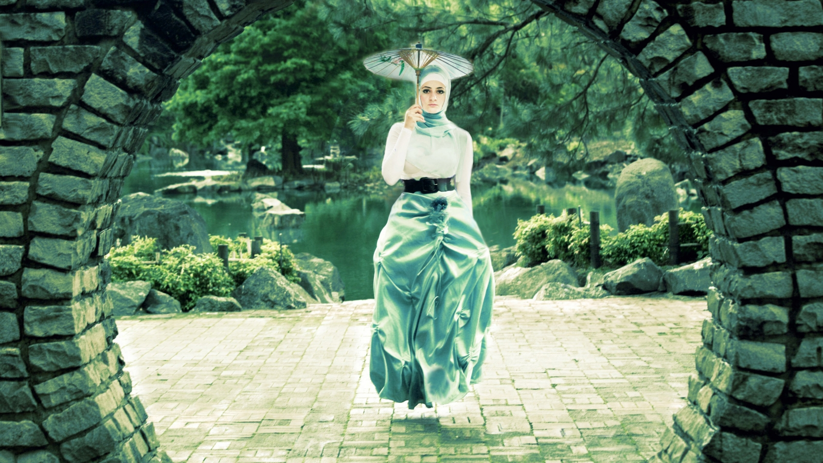 Una mujer flotando - 1600x900