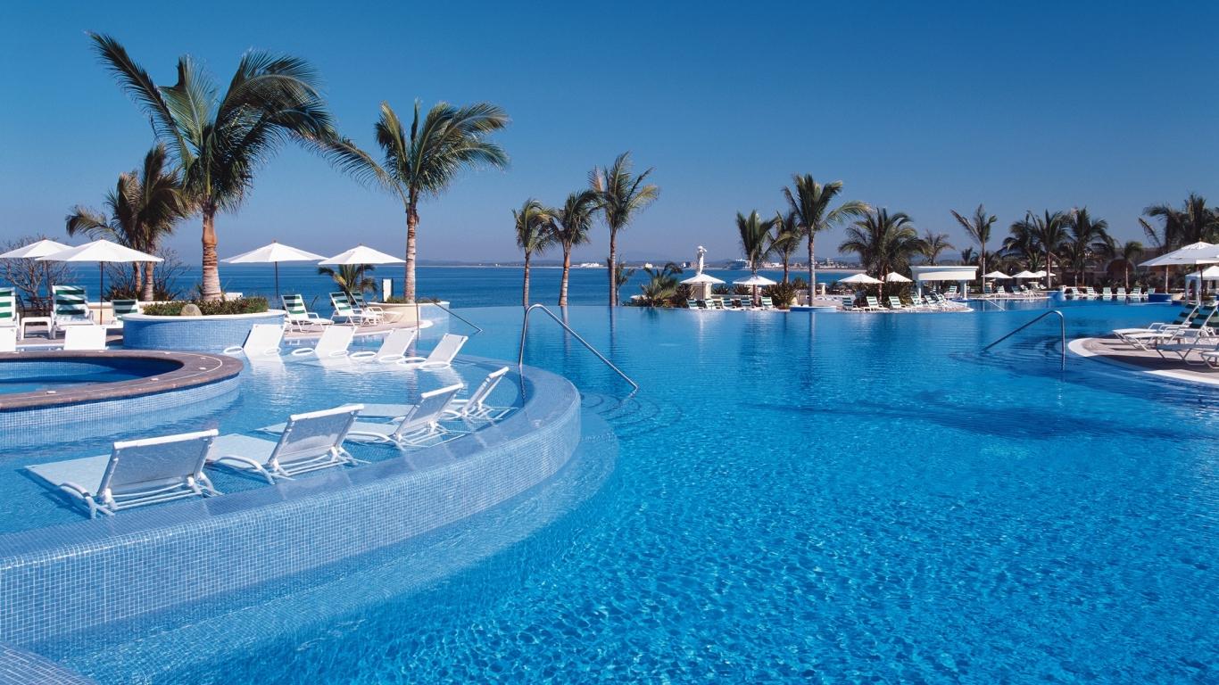 Vacaciones en un hospedaje frente al mar - 1366x768