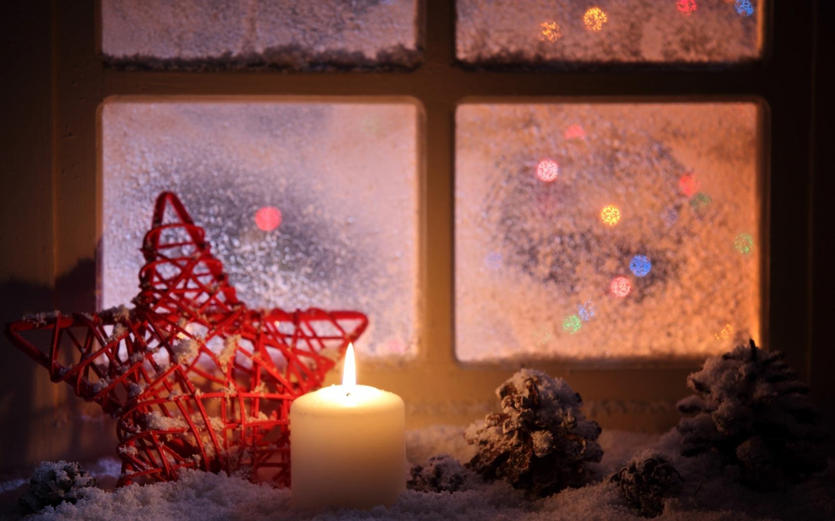 Vela junto a la ventana en navidad - 1680x1050